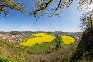 Das Saaletal bei Kahla (Rothenstein) im Frühjahr. Ein Panorama, aufgenommen von Ihrem Fotografen für Hochzeit, Jugendweihe, Konfirmation oder auch Tiere, Landschaft und Ihre bisher unerfüllten Ideen.